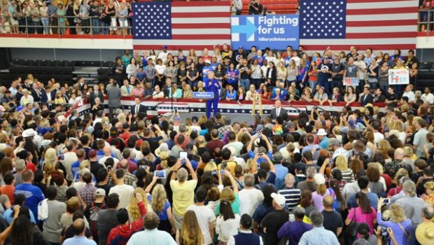 At least 1,600 supporters lined up to see presidential candidate Hillary Clinton in a crowded gymnasium in Long Beach City College. Photo by Diana Lejins.