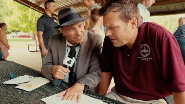 Reporter Greg Palast confronts Trump ally Kris Kobach from a video by Zach D. Roberts