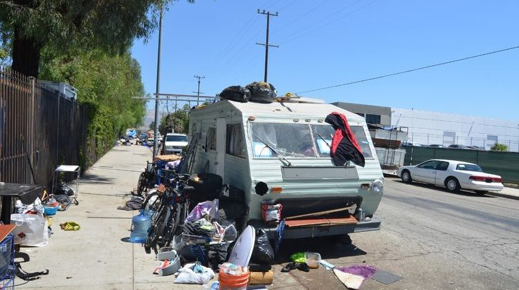 Neighbors without shelter in San Pedro. A crisis in America