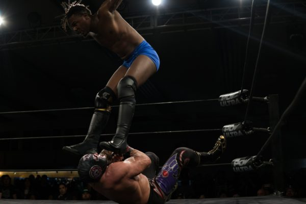 Shane Strickland's Swerve delivers a double stomping kick to Mil Muertes during the Championship Match at Wrestle Summit. Photo provided by PCW ULTRA.